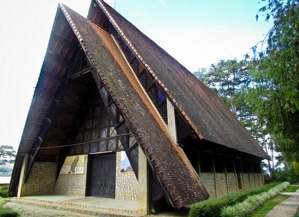 Cam Ly - Nhà thờ gỗ nổi tiếng ở Đà Lạt