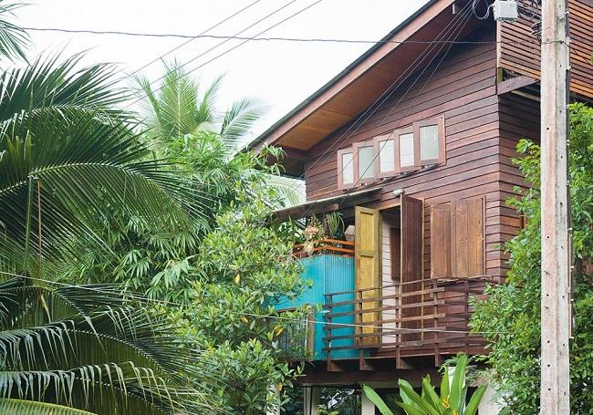 Nhà gỗ 2 tầng đơn giản