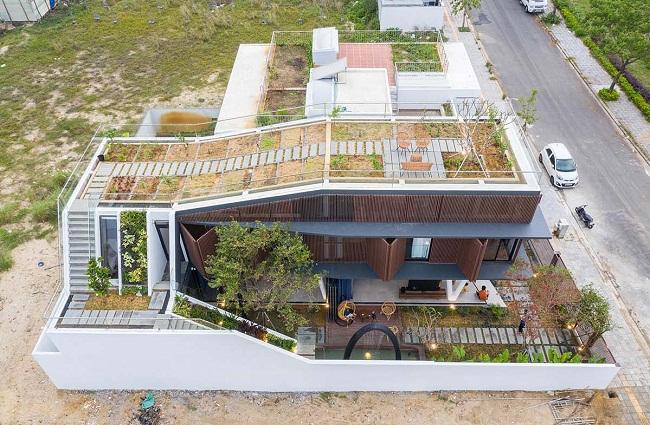 Nhà gỗ đẹp có sân vườn trên tầng thượng