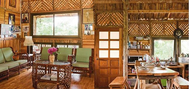 Nhà gỗ đơn sơ giản dị