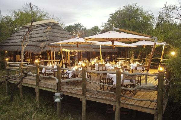 Nhà hàng bằng gỗ