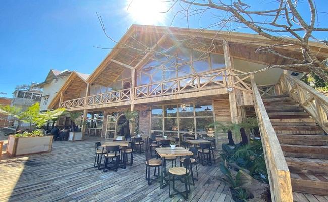 Xây nhà gỗ làm quán coffee